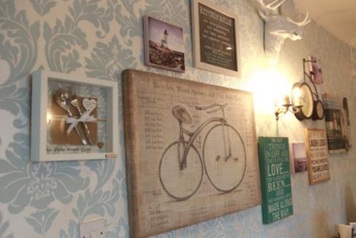 Así luce el interior del hotel que no recibirá más influencers (Foto: Facebook White Moose Cafe)
