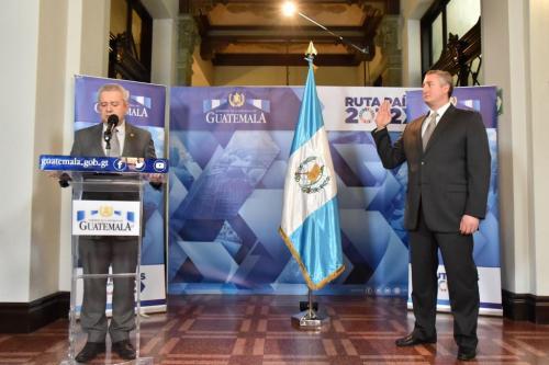 Enrique Antonio Degenhart Asturias fue juramentado como el nuevo ministro de Gobernación. (Foto: Gobierno de Guatemala)
