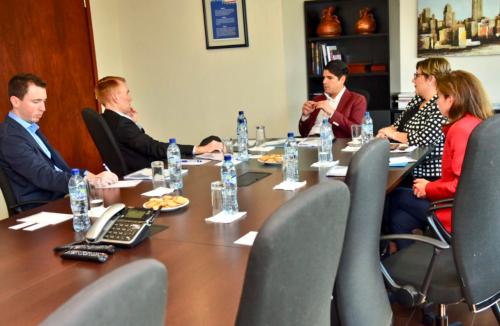 Reunión del senador con las autoridades de Amcham. (Foto: Embajada EEUU)