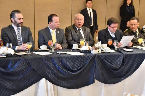 Varios ministros acompañaron al presidente Jimmy Morales en la reunión. (Foto: Gobierno)