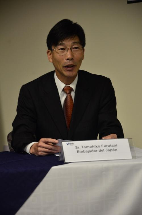 El Embajador de Japón Tomohiko Furutani explica que es importante invertir en cultura. (Foto: Selene Mejía/Soy502)