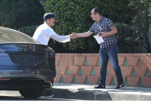 Brad Pitt causó un choque en cadena en Los Ángeles — Insólito