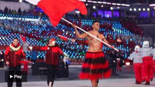 El deportista de Tonga, de 34 años, se enfrentó este viernes a temperaturas de menos cinco grados y a una sensación térmica de menos diez. (Foto: Infobae)