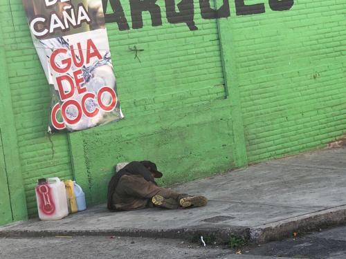 Las personas sin hogar abundan en la ciudad. (Foto: Vic García)
