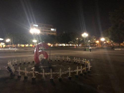 Vestigios de nuestras tragedias en la Plaza de la Constitución. (Foto: Vic García)