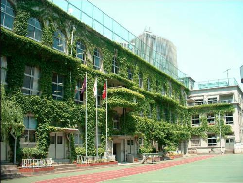 Taimei Elementary School está situada en una zona exclusiva de Tokio, en la que está la mayoría de tiendas de las marcas de lujo. (Foto: Chuo-ku)