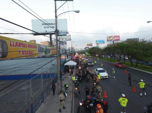 En el operativo se han revisado hasta mil motocicletas en menos de una hora. (Foto: PNC)