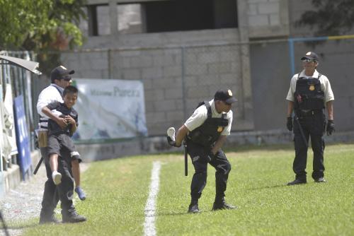 La ocurrencia del pequeño arrancó las carcajadas de los asistentes al estadio de Sanarate. (Foto: Sergio Muñoz/Nuestro Diario)