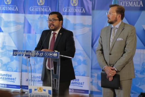 Carlos Velásquez Monge durante la conferencia de prensa tras gabinete de ministros. (Foto: Alejandro Balán/Soy502)