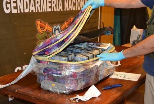Las autoridades cambiaron el contenido y colocaron un dispositivo para rastrear su destino. (Foto: Clarín)