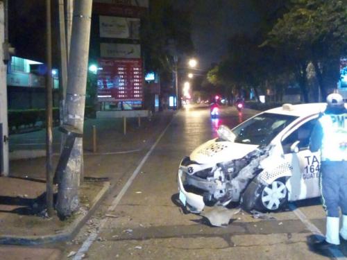 El vehículo quedó dañado y se desconoce el estado de salud del piloto. (Foto: Amílcar Montejo/PMT)