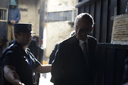 Expresidente Álvaro Colom y su gabinete son procesados por fraude en Guatemala