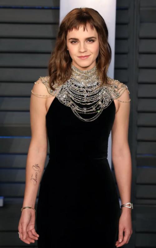 Este es el tatuaje de Emma Watson que causó polémica entre los internautas. (Foto: peopleenespanol.com)