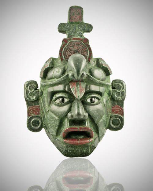 """Imágenes con fines ilustrativos. Esta es la máscara tipo """"Tikal"""" de jade que se consigue en los lugares de artesanías."""