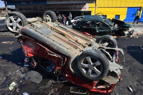 Varios vehículos sufrieron daños severos en un accidente en San Cristóbal. (Foto: Jesús Alfonso/Soy502)