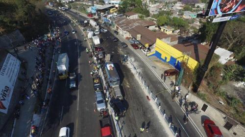 El accidente ocurrido cerca de San Cristóbal paralizó el tráfico. (Foto: Archivo Soy502)