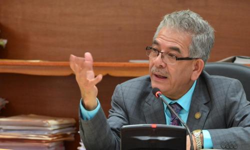 El juez Miguel Ángel Gálvez mientras resolvía enviar a juicio a los primeros seis de 13  implicados en el caso TCQ. (Foto: Jesús Alfonso/Soy502)