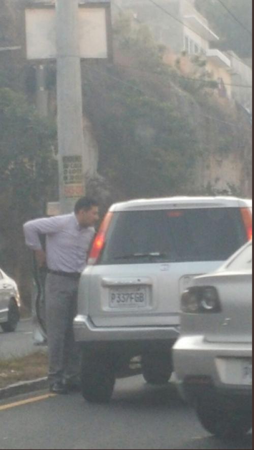 En las imágenes se observa que el hombre intimidó a otro conductor. (Foto: captura de pantalla)