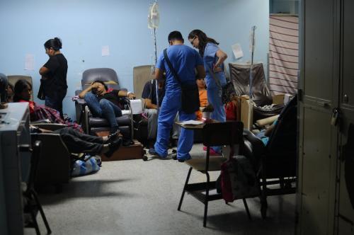 El personal médico del sistema de salud en Guatemala trabaja en condiciones solo vistas en hospitales de guerra. (Foto: Alejandro Balán/Archivo Soy502)