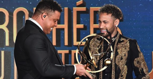 Ronaldo fue el encargado de dar el premio a su compatriota Neymar. (Foto: Instagram)