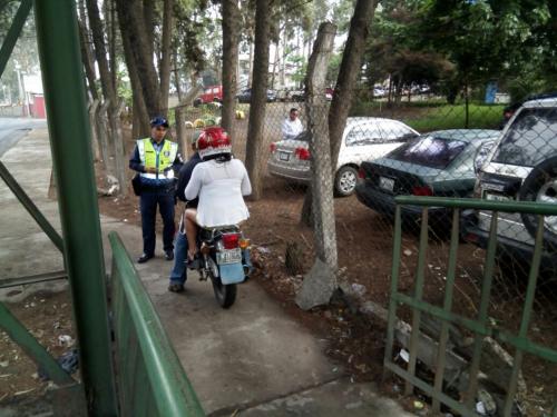 La multa fue impuesta a varios motoristas en el sector. (Foto: Dalia Santos/PMT)