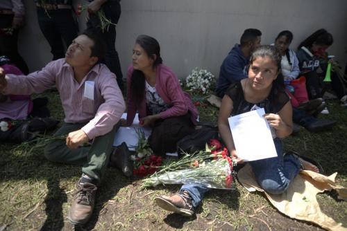 Así manifiestan frente a la CICIG. (Foto: Wilder López/Soy502)