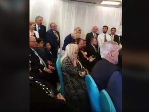 La mamá de Morales acudió al evento en Israel. (Foto: captura de video)