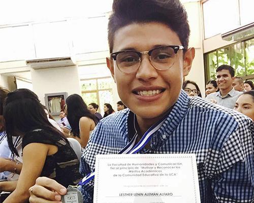 El muchacho se ha destacado por sus logros estudiantiles. (Foto: Maje)