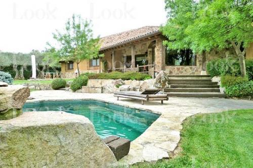 Una piscina es otro de los lujos de la mansión del líder de la izquierda. (Foto: Infobae)