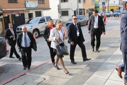 Consuelo Porras y su equipo de seguridad llegaron al MP. (Foto: MP)