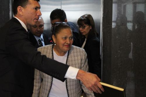 La nueva fiscal del MP acudió puntual a la cita de toma del cargo. (Foto: Carlos Kestler/Soy502)
