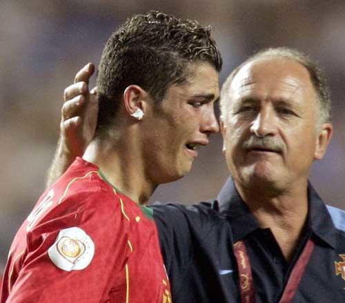 Luiz Felipe Scolari cayó al mando de Portugal en la final de la Eurocopa 2004 ante Grecia. (Foto: santabanta.com)