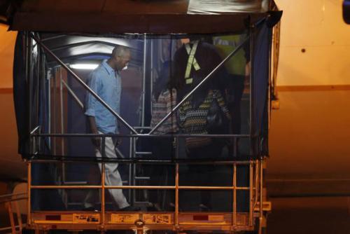 Mariano Rivera subió al avión a dar la bienvenida a sus a los jugadores. (Foto: laprensa.com)