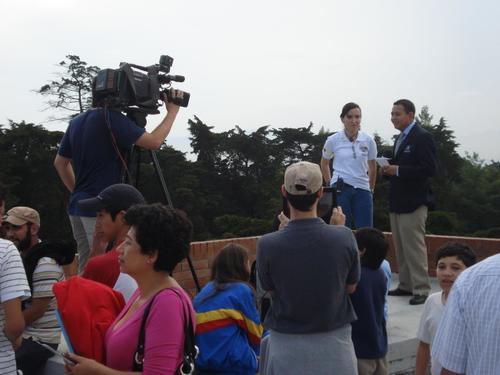 Eleonora Poitevin atiende a la prensa durante el tránsito de Venus del 5 de Junio de 2012.
