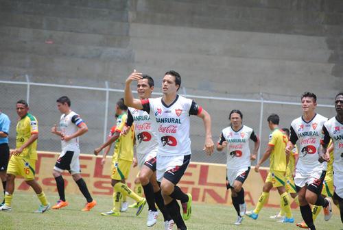 Luis Rodríguez, El Canche, celebró sin público el gol con el cual abrió el marcador en el encuentro frente a Marquense. (Foto: Rudy López/Nuestro Diario).