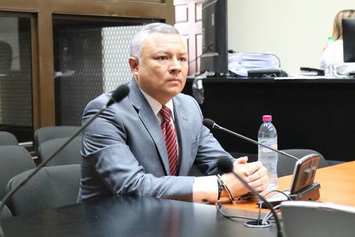 """Salvador González """"Eco"""" tuvo un día agitado en Tribunales este seis de octubre, cuando acudió a dos audiencias por separado. En la primera fue separado del caso Bufete de la Impunidad y en la segunda, fue ligado a proceso en el caso Cooptación del Estado. (Foto: Alejandro Balán/Soy502)"""