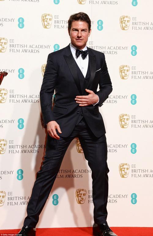 Tom Cruise posando para las cámaras en la entrega de los BAFTA en Londres, en febrero de 2016. (Foto: Getty Images)