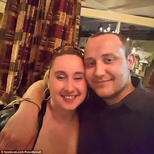 La madre de Shane está casada y tiene otros cuatro hijos. (Foto: Daily Mail)