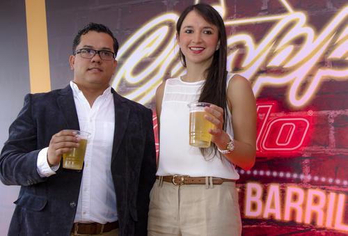 Fernando Rivera, gerente de división de Cerveza Gallo y María José Díaz, gerente de Marca. (Foto: Eddie Lara/Soy502)
