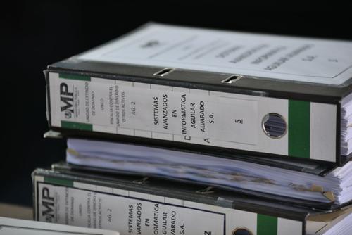 Los documentos presentados por el MP para pedir la extinción de la casa de Los Eucaliptos. (Foto: Wilder López/Soy502)