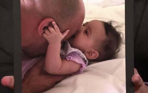 """Vin Diesel con su hija, Pauline en honor a su fallecido amigo y coestrella de """"Fast & Furious"""", Paul Walker. (Foto: laopinion.com)"""