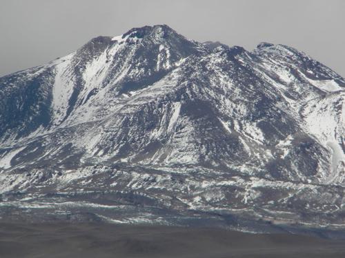 El volcán El Muerto mide seis mil 498 metros de altura y se ubica en el desierto de Atacama en Chile (Foto: Helmut83)