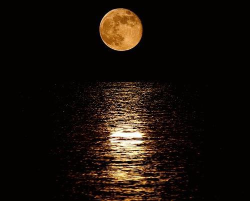 La órbita de la Luna es elíptica. (Foto: Anónima, cortesía Edgar Castro Bathen).
