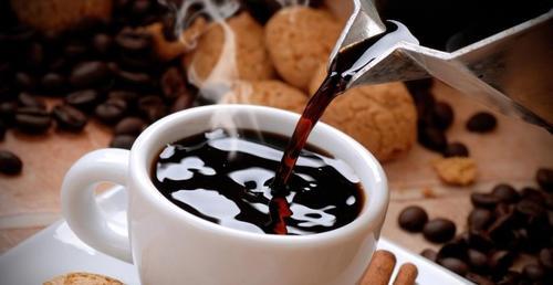 Las bebidas calientes pueden provocar cáncer en el esófago. (Foto: publico.es)