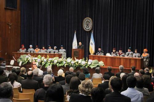 Los asistentes a la investidura del nuevo rector de la URL. (Foto: URL Landívar)
