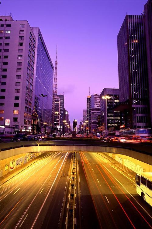 Vista de una de las céntricas calles de Sao Paulo, la Avenida Paulista. Es la mayor ciudad suramericana y principal polo económico de Brasil. (Foto: EFE)