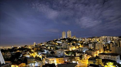 Vista nocturna de la ciudad de Belo Horizonte, que alcanza una población de 2.400.000 habitantes. (Foto: EFE)