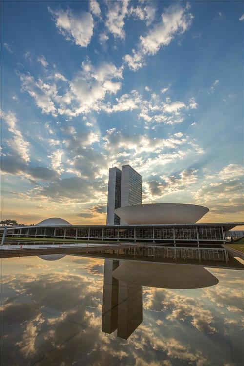 Imagen del Congreso Nacional en Brasilia, un edificio emblemático en la ciudad sede del Mundial de fútbol 2014. (Foto: EFE)