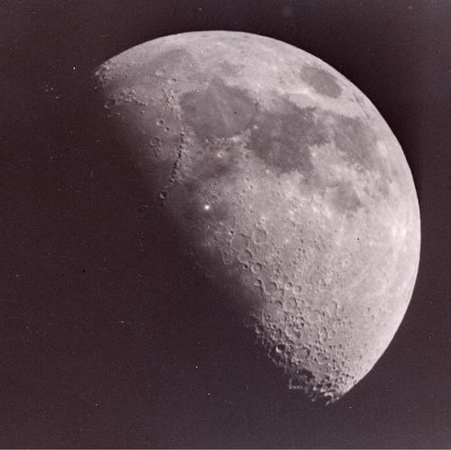 Esta imagen muestra un fogonazo sobre la Luna, algo muy raro. (Foto: Leon Stuart/Cortesía Edgar Castro Bathen).