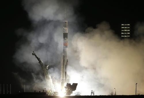 Vista del cohete ruso Soyuz TMA-12M despegando en el cosmódromo de Baikonur, Kazajstán. (Foto: EFE)